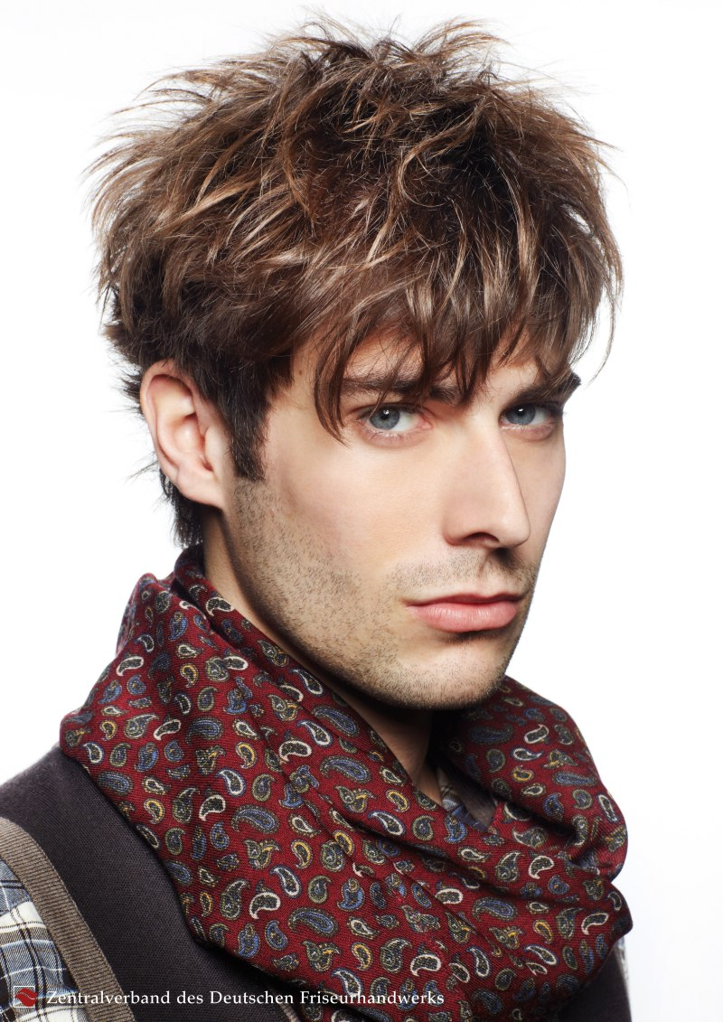 Men's hair with light blonde highlights and darker brown ...