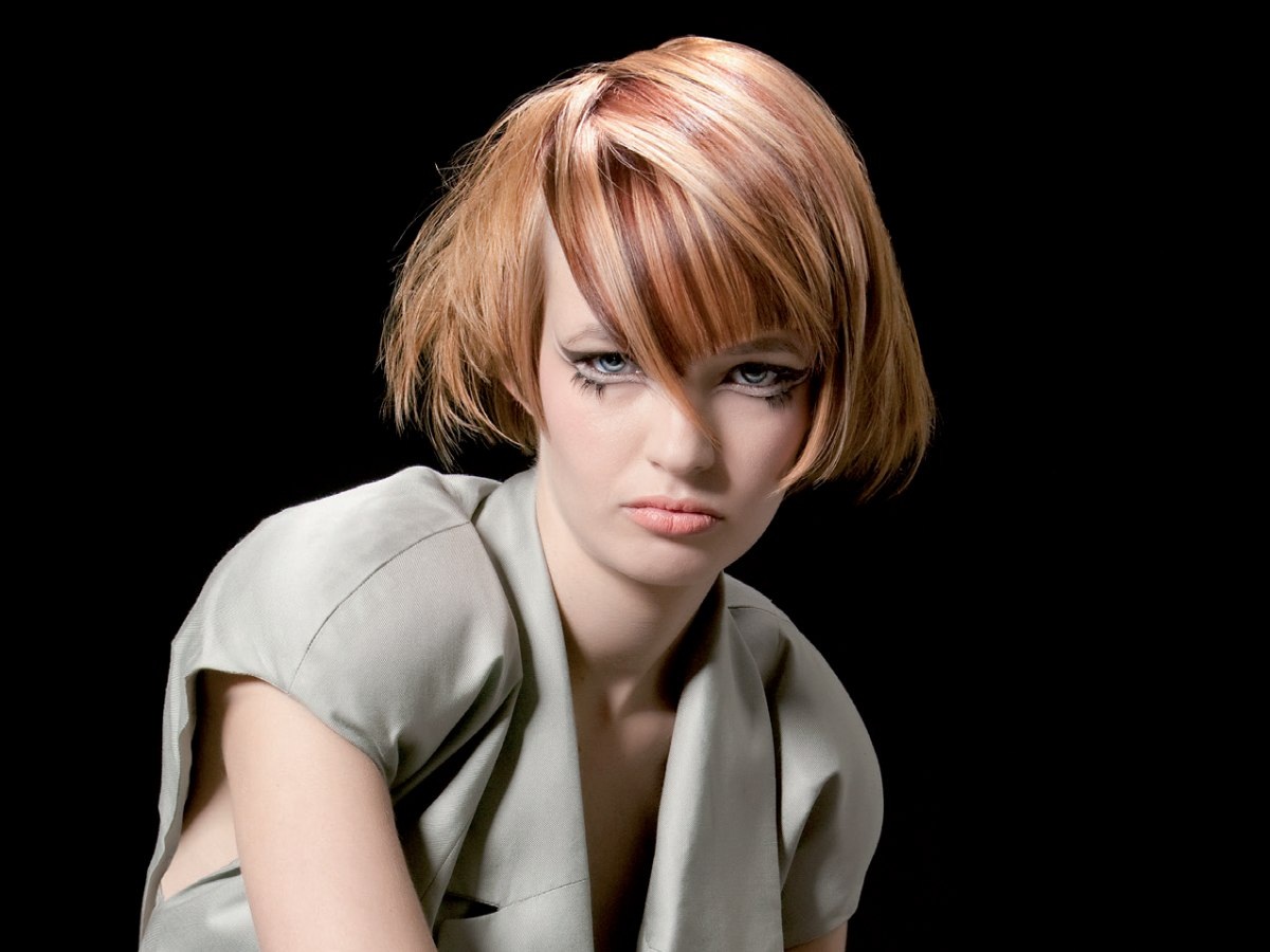 Wearable Modern Short Hairstyle With Striped Hair Coloring