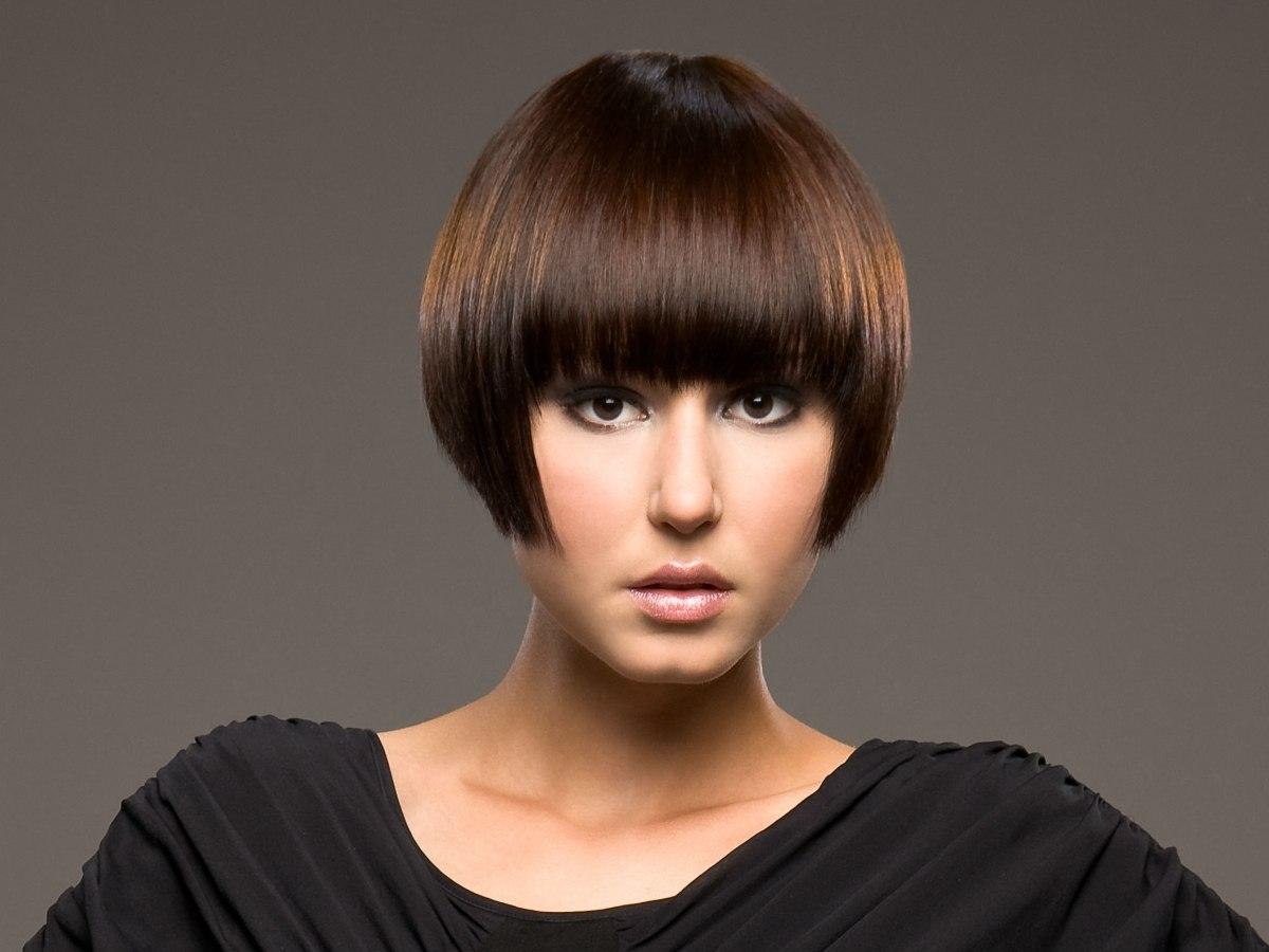 Hair Style Bob: Short Bob Haircut With The Hair Cut Right Below Ear Level
