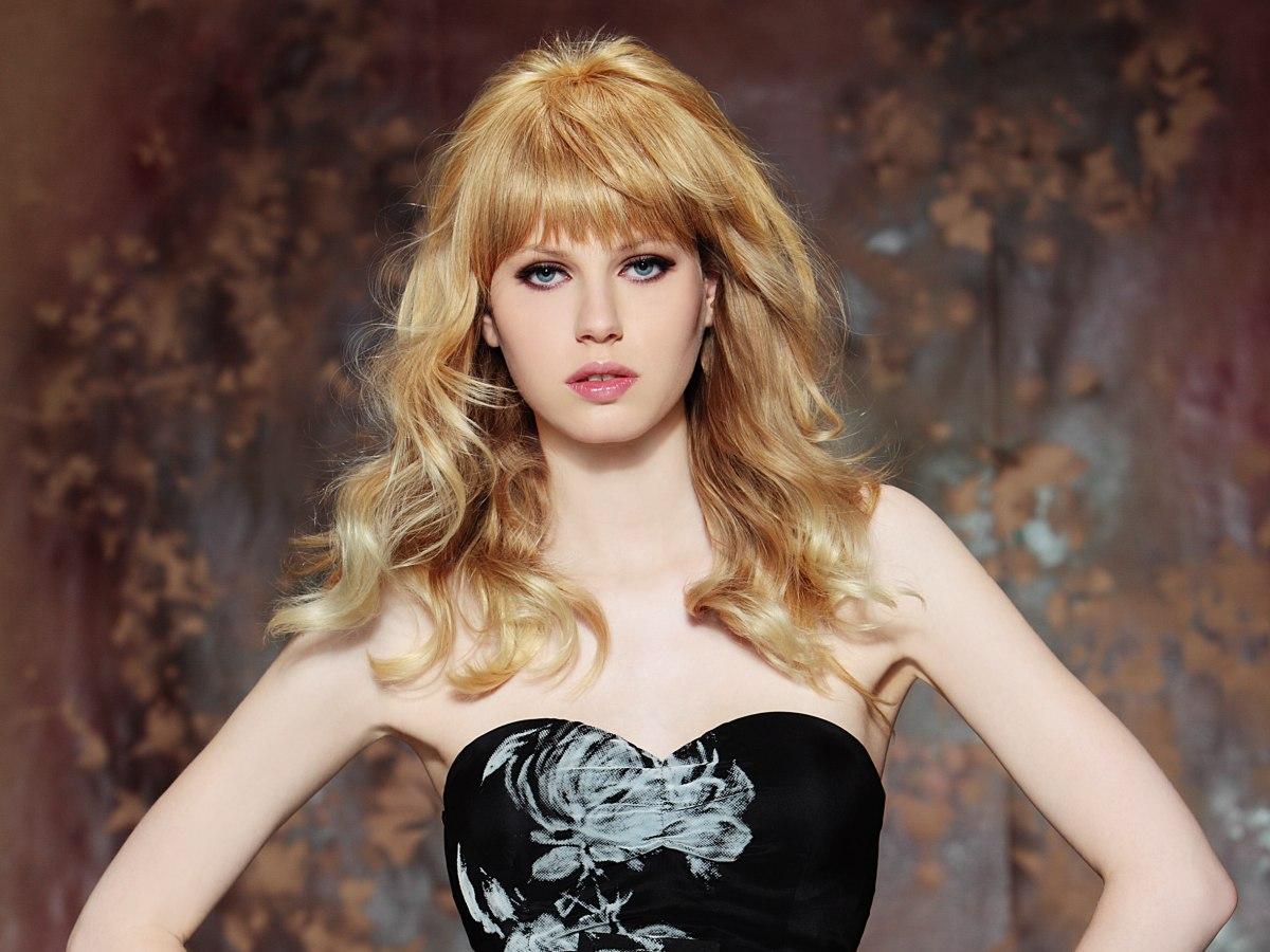 brigitte bardot look with long hair flowing in waves and curls