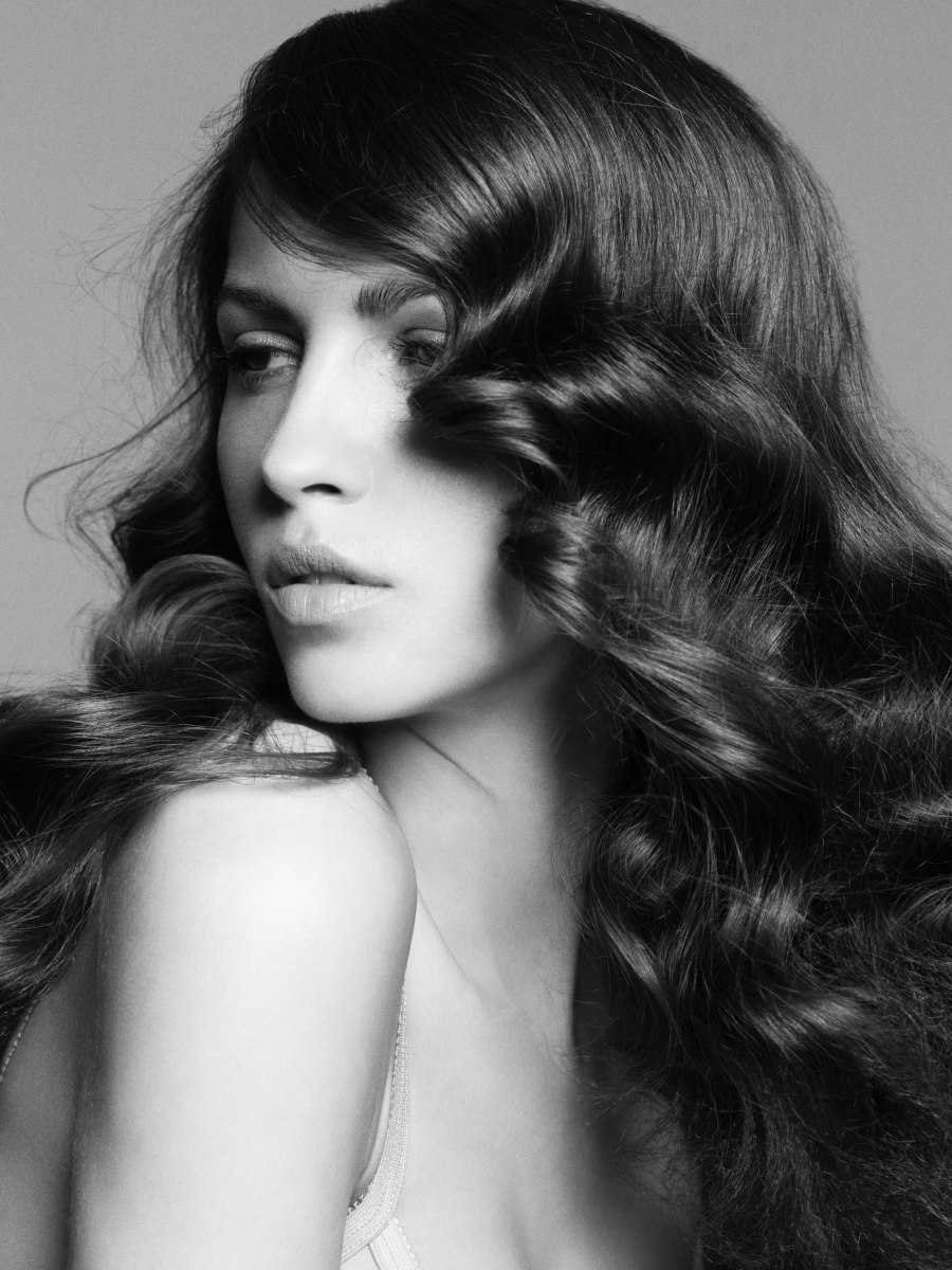 Classic Hairstyle For Long Hair With Curls And Natural Flow