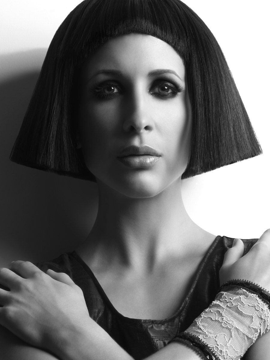 Cleopatra Look Hairstyle With A Blunt Cutting Line