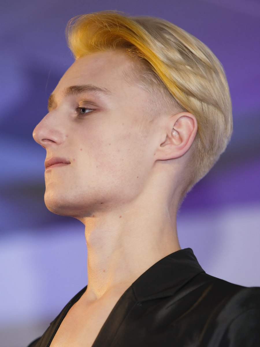 Modern club hairstyle for men with short and long hair combined