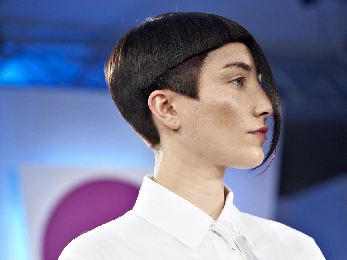 Short Haircut With Geometry And Straight Lines
