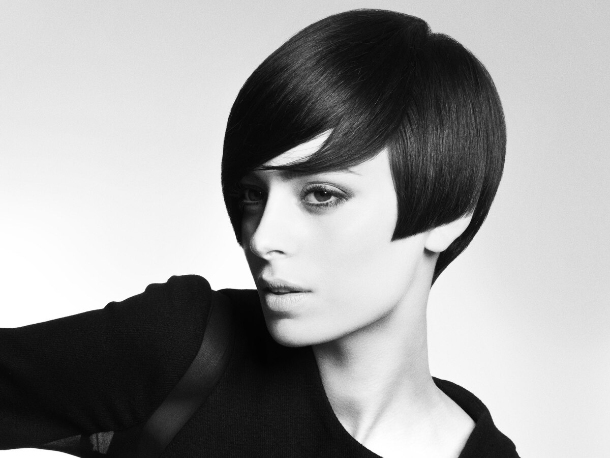 Vintage Hair Styles For Short Hair: Short Retro Haircut With Elements Of Swinging 60s Hairstyles