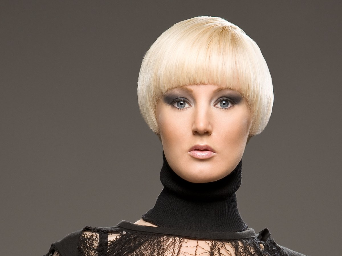 Short Blonde Haircut With A Round Shape And A Fringe