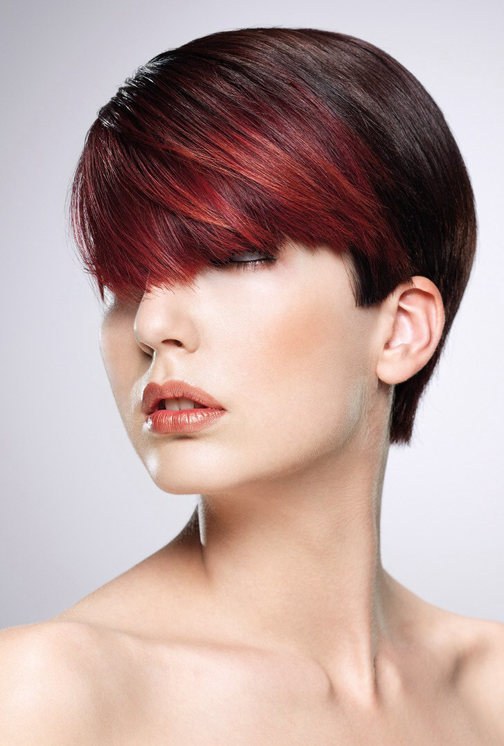 Short Hairstyle With A Versatile Fringe And Clear Cutting