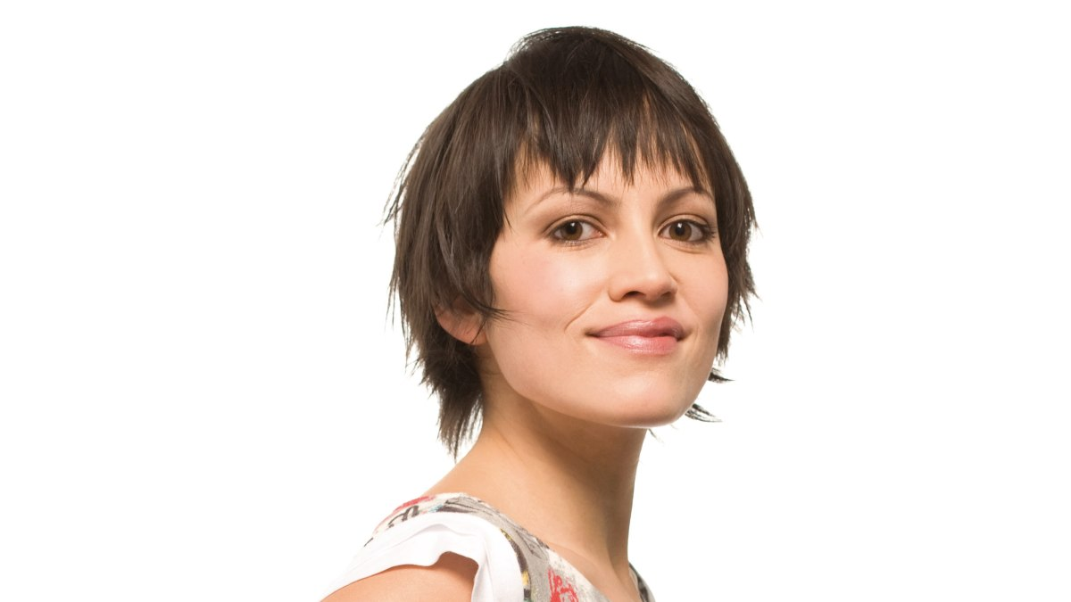 Fun And Easy Short Haircut With Texturing For A Jagged And