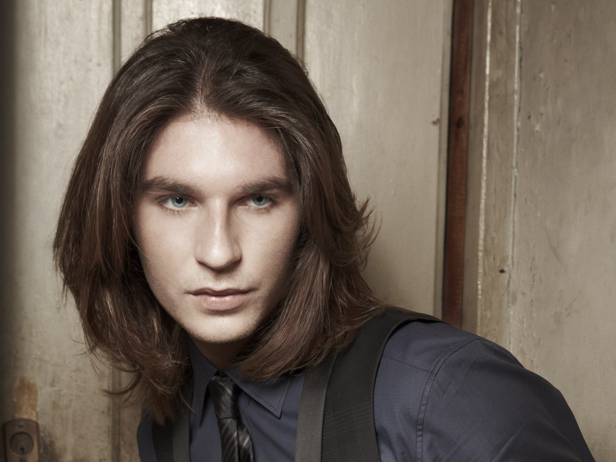 Young Men Hair Styles: Shoulder Long Hair With Tapered Layers For Young Men
