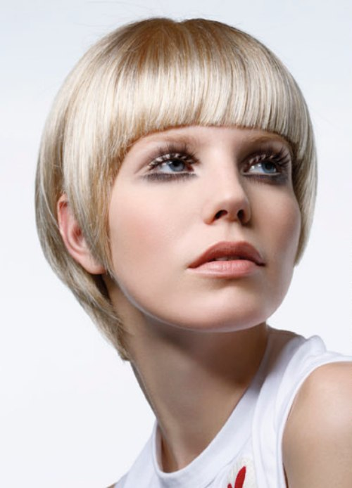 Short 1960s haircut with a wide fringe and graduated contour