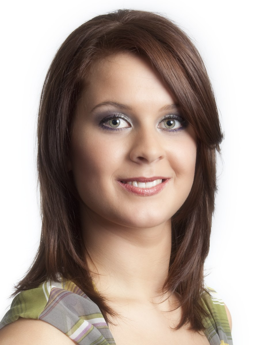 Uncomplicated Yet Trendy Shoulder Length Hairstyle With