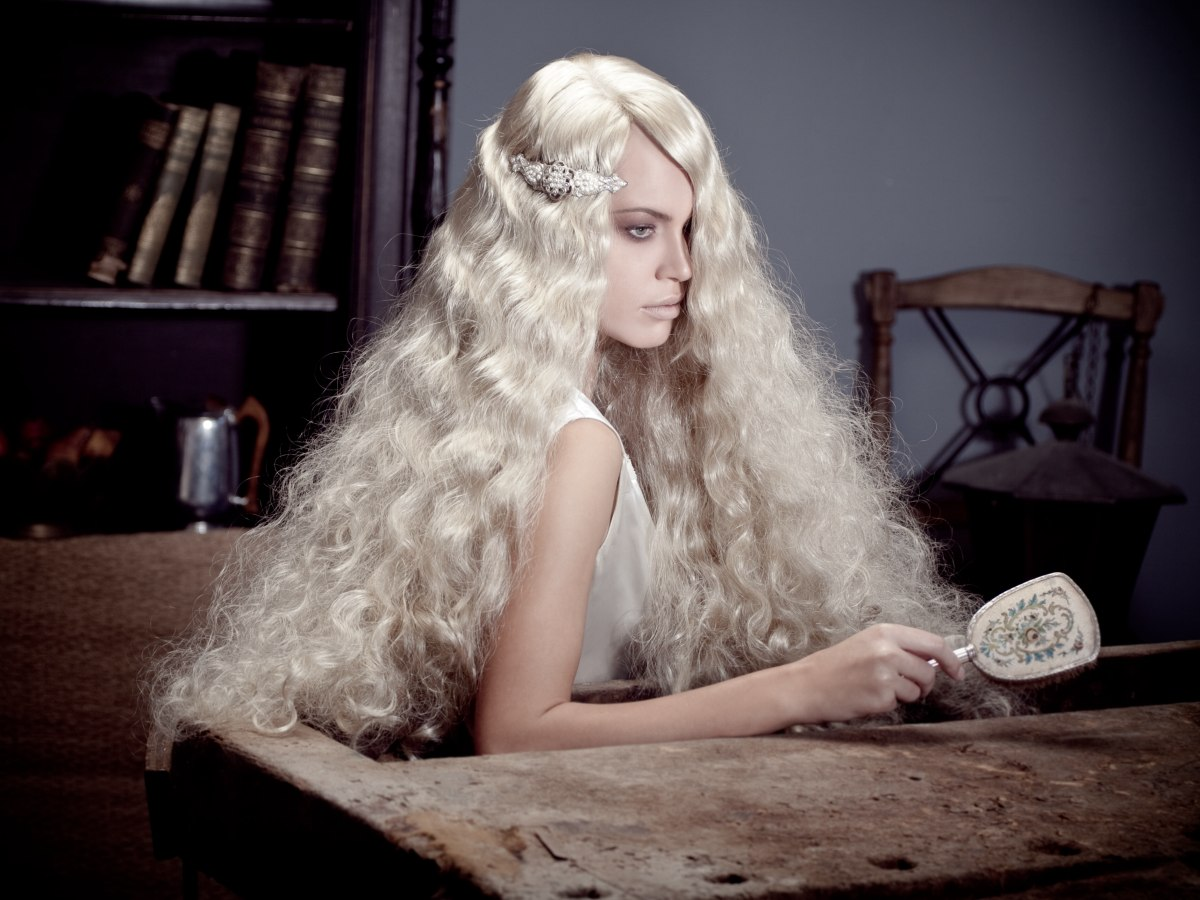 Rapunzel Look Long Blonde Hair With Curls That Reaches