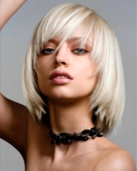 Tapered medium long bob for platinum blonde hair