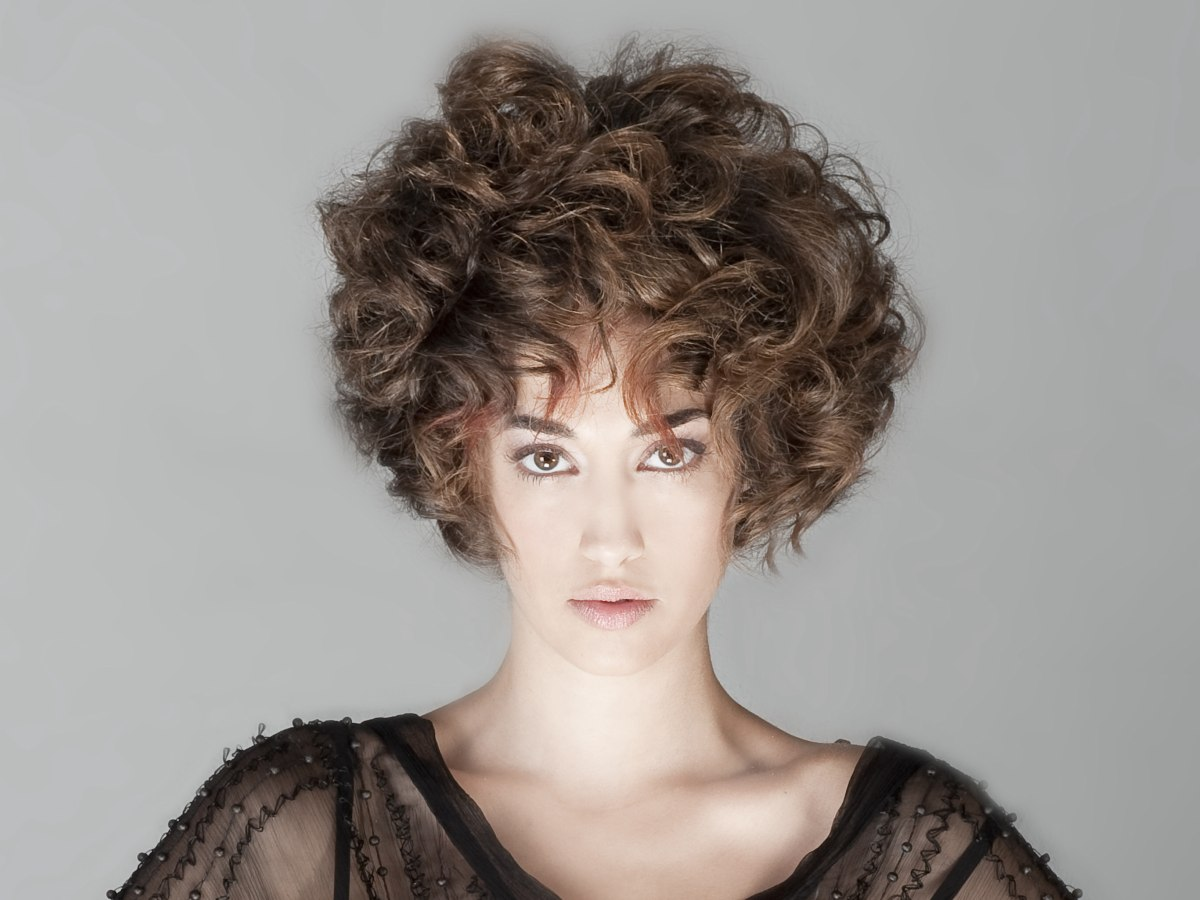 Short Hairstyle With Large Curls And Feminine Volume