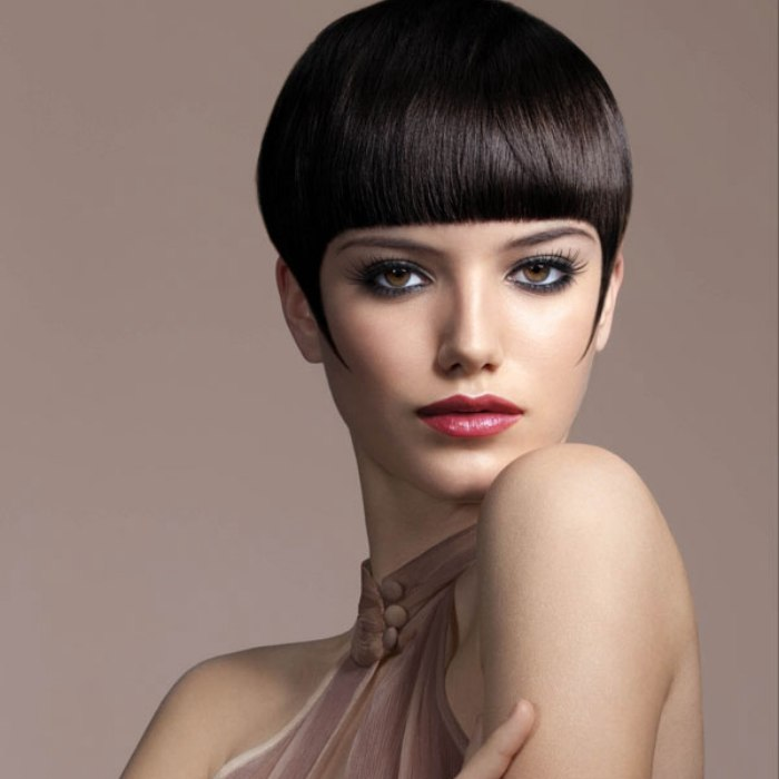 Short Hairstyle With Sideburns And A Blunt Short Fringe To