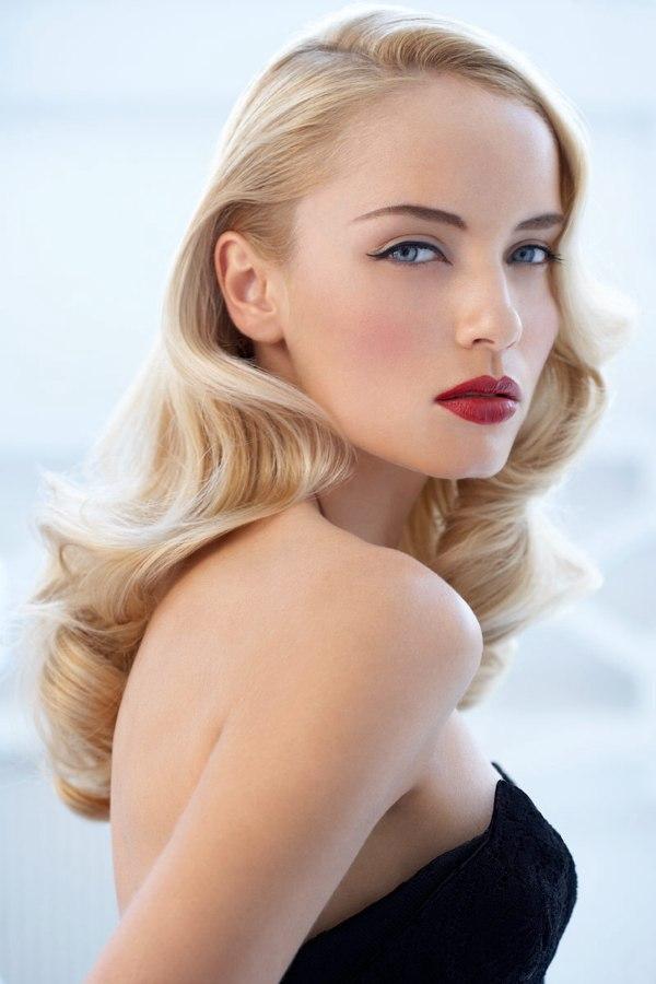 Anita Ekberg inspired hairstyle with blonde waves that ...