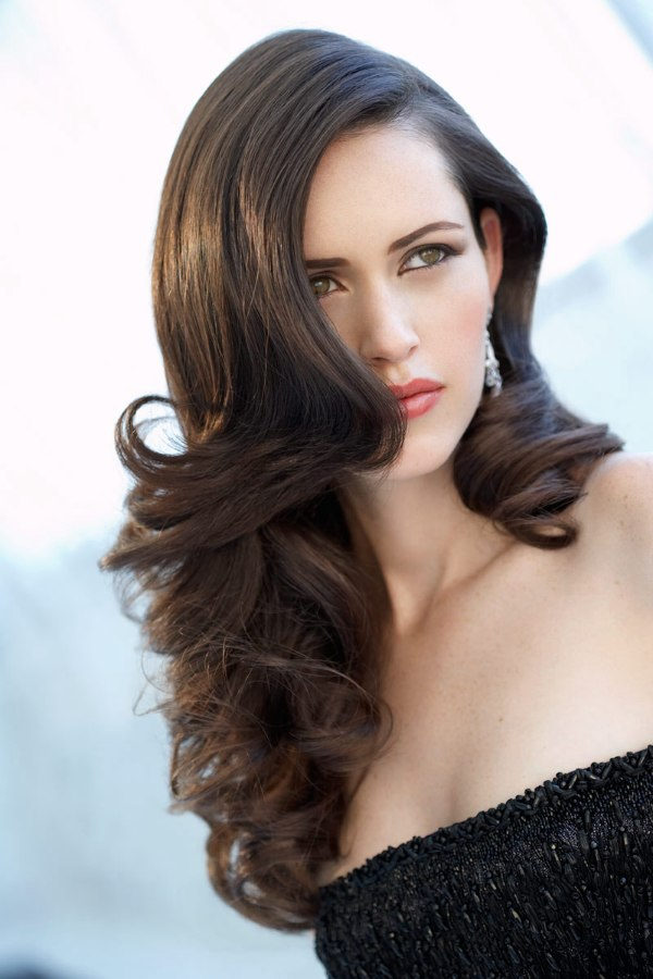 Hairstyle with long brunette spiral curls