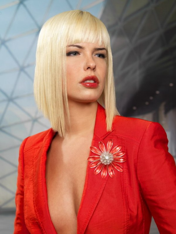 Long A-line bob cut in an extreme angle to achieve very sharp points