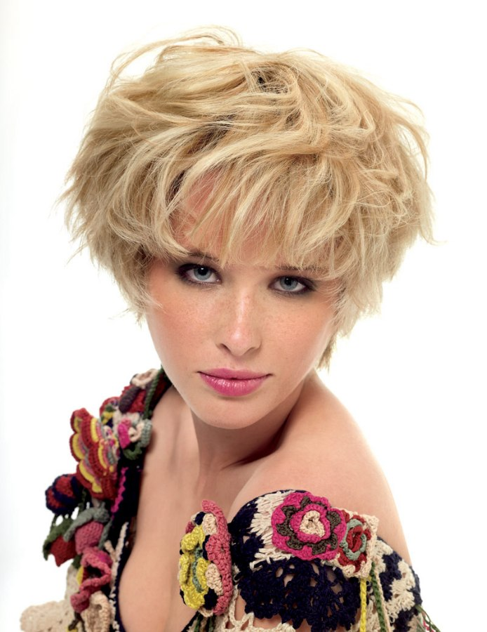 Top 1 Hairstyle: Short Blonde Mop-top Hairstyle For A Narrow Face