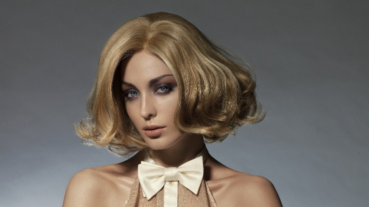 Seventies Bob Hairstyle With Waves And Full Volume Styling