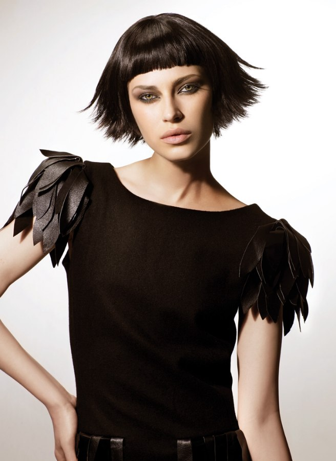 Textured 20s bob haircut with short bangs