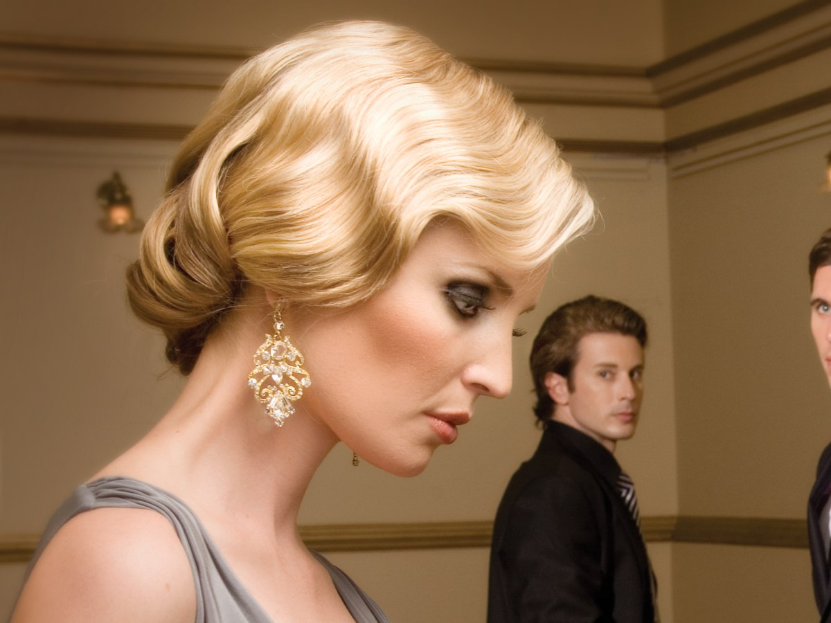 Vintage Glam Hairstyle With Finger Waves