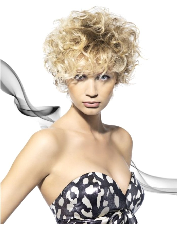 fashionable short hair with curls
