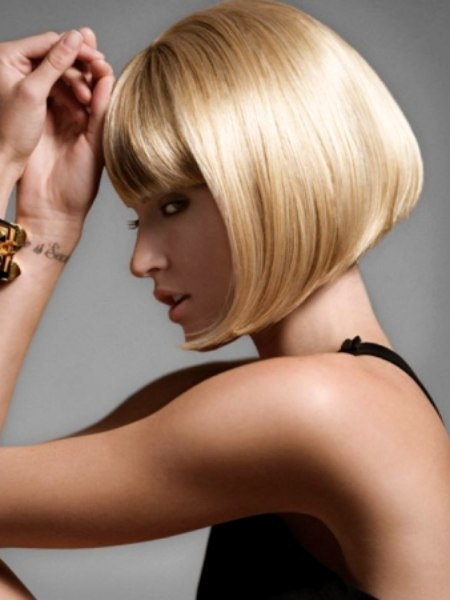 Short Bob Haircut With Forward Swept Ends That Follow The
