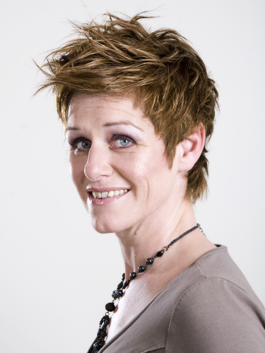 Short, ready-to-wear and carefree layered hairstyle for older women