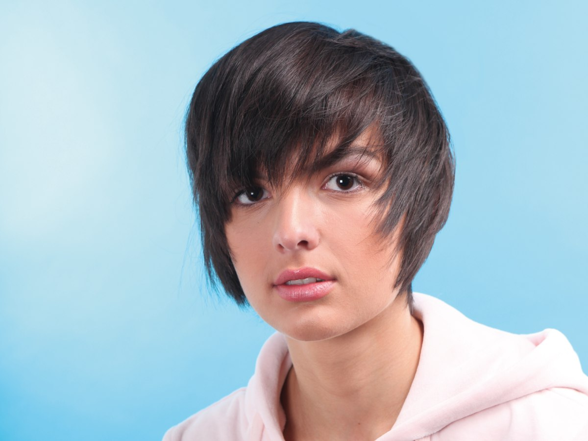 Short Razor Cut Hairstyles Short Razor Cut Haircut Styled To Frame And Hug The Face