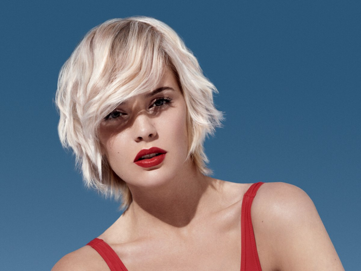 Practical Short Blonde Hairstyle For The Beach