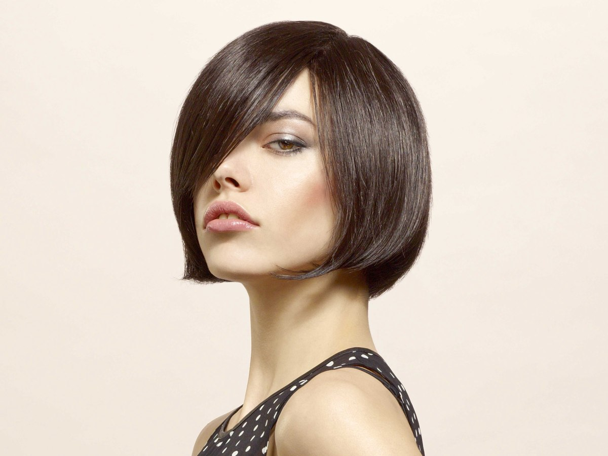 Super Chin Length Bob Hairstyle With A Curve That Tickles The Chin And A Short Hairstyles Gunalazisus