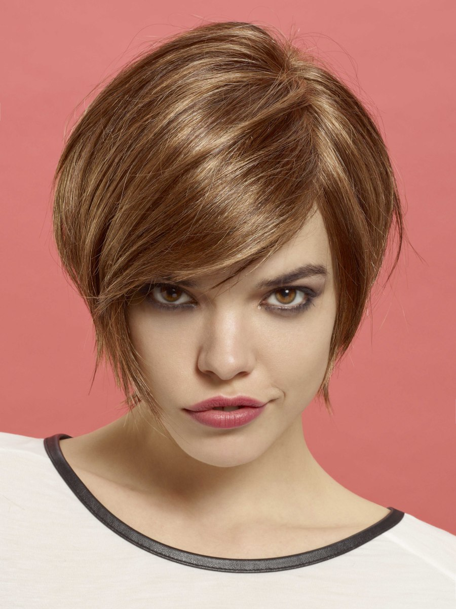 Short bob hairstyle with jaw length curves and textured tips