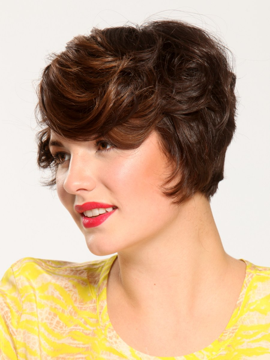 Short Romantic Hairstyle With Vintage Waves Side View