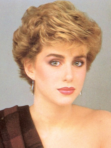 Short 1980s Vintage Hairstyle With Volume And Heights