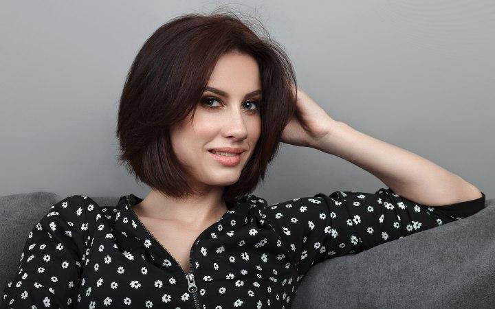 Pettinature corte per donne con viso largo