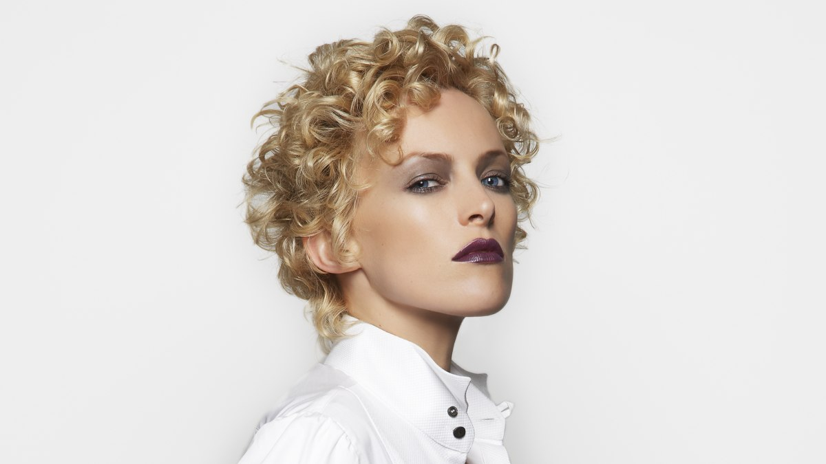Short Hairstyle With Blonde Curls Perm