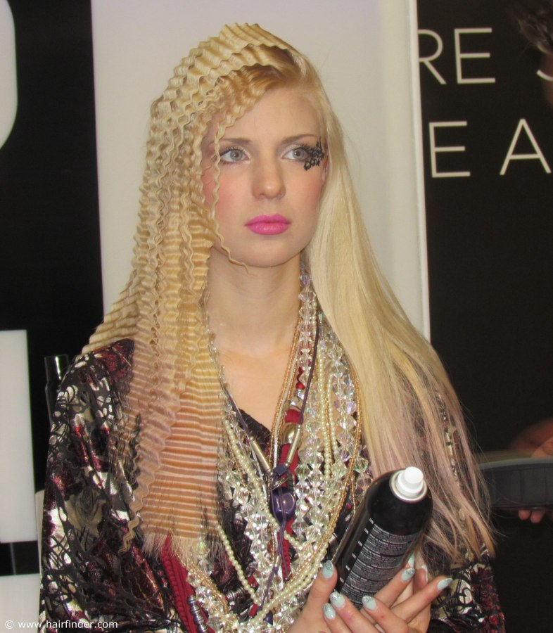 how to crimp hair with a crimping iron