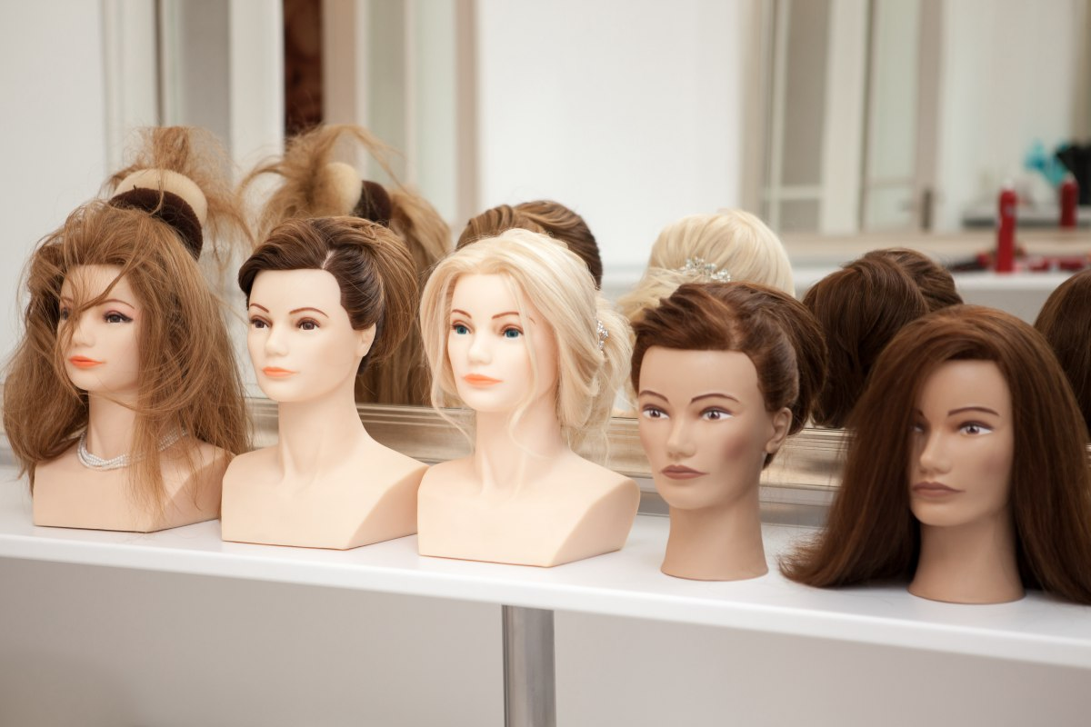 Hairdressing or hair cutting manikin, training heads, practice