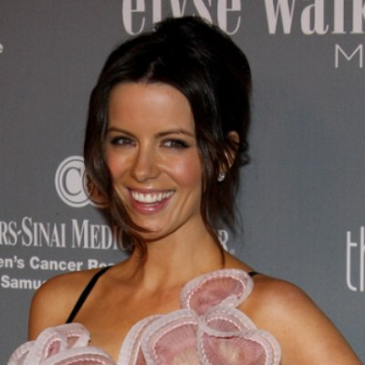 Kate Beckinsale wearing the twist hairstyle