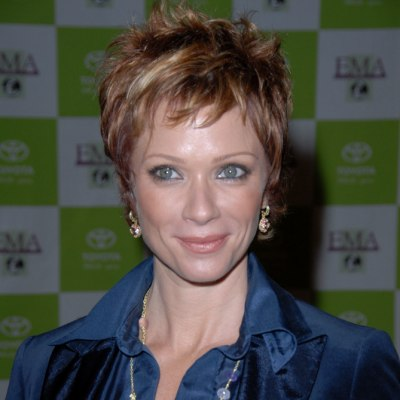 Lauren Holly with short hair